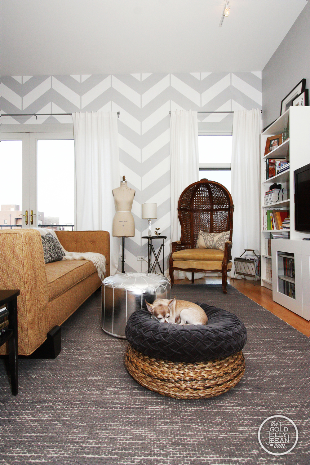 Enchanting Painting An Accent Wall In Living Room Illustration ...