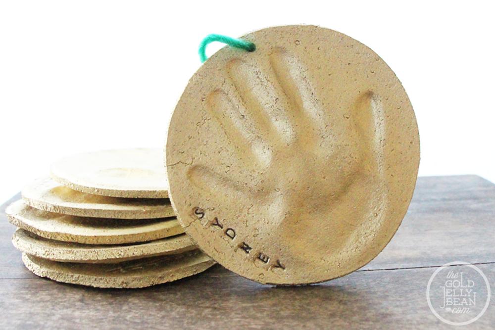 DIY: Making Handprint Christmas Ornaments | The Gold Jellybean