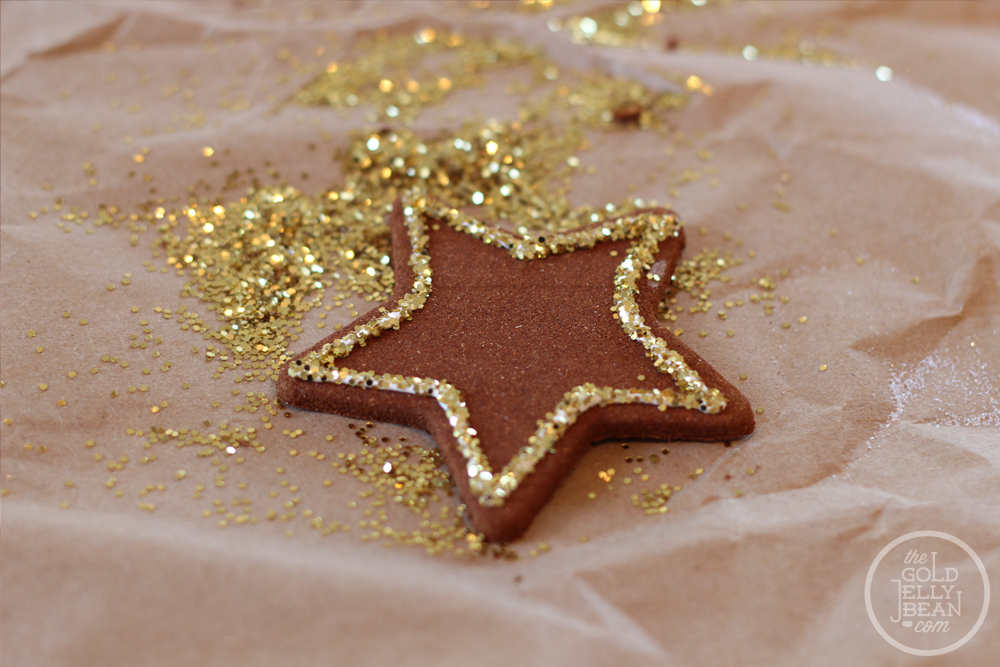 Cinnamon and Glitter Ornaments, via www.thegoldjellybean.com