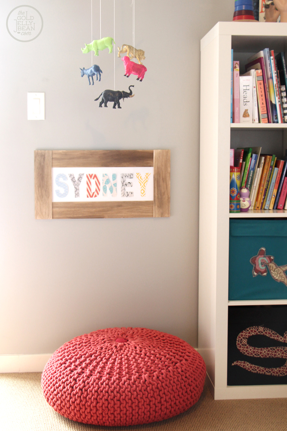 DIY Pattern Name Sign, via www.thegoldjellybean.com